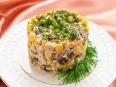 Салатс кукурузой и грибами
