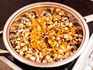 Салат с кукурузой и грибами