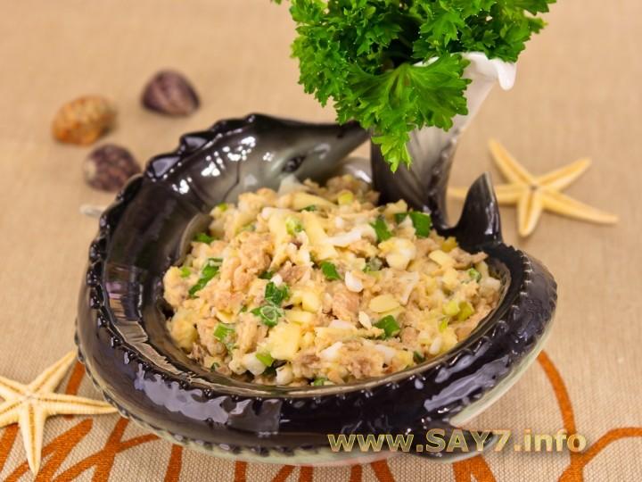 Рецепт Салат из консервированной горбуши