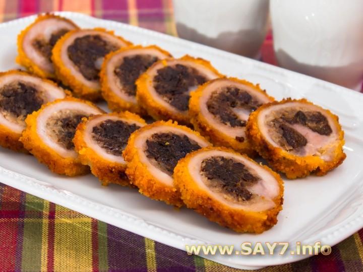 Рецепт Рулетики из свинины, фаршированные орехами и черносливом