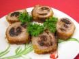 Мясные рулетики - это праздничное блюдо.  Рулетики из мяса готовят с разными начинками: овощными и фруктовыми.