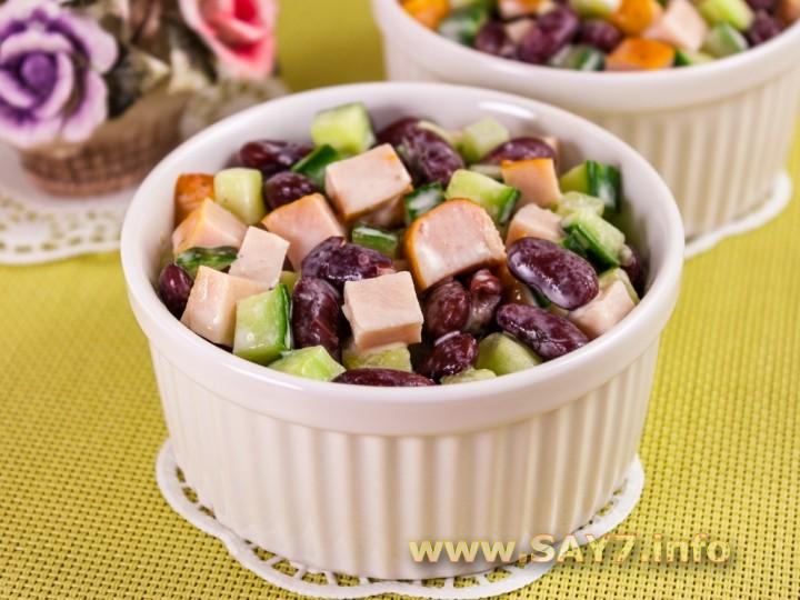 Рецепт Салат с куриными грудками и фасолью