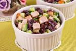 Салат с куриными грудками и фасолью