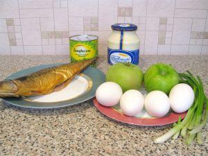 Салат с копченой скумбрией. Ингредиенты