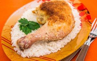 Куриные окорочка, жаренные в кокосовой стружке