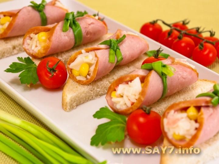 Рецепт Бутерброды с рулетиками из ветчины и салатом