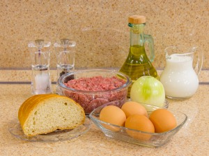 Зразы мясные с яйцом и луком. Ингредиенты