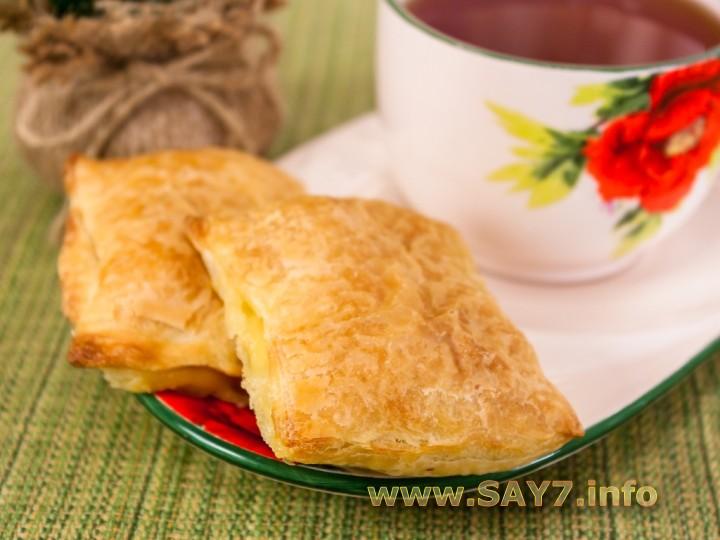 Рецепт Слоеные пирожки с сыром и ветчиной