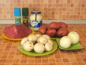 Говядина, запеченная с картофелем и грибами. Ингредиенты