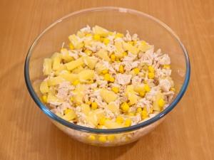 Салат из крабовых палочек риса ананаса и кукурузы 106