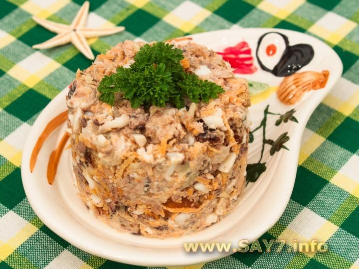 Рецепт Салат с тунцом и сухариками