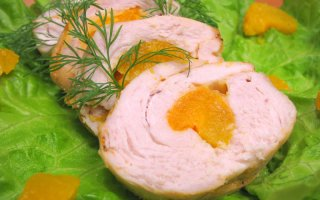 Куриное филе, фаршированное абрикосами и сыром
