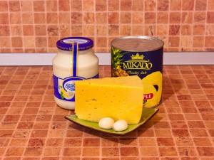 Салат с сыром и ананасами. Ингредиенты
