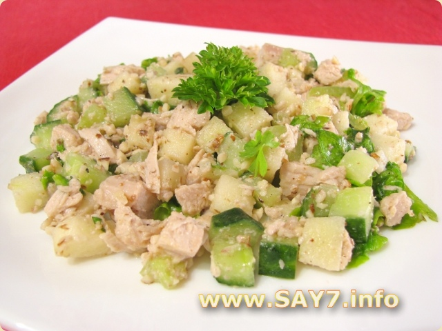 Салат из куриного филе и яиц и сыра