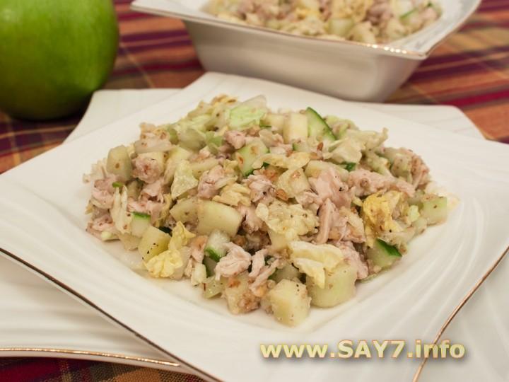 Рецепт Салат с куриным филе, огурцами и орехами