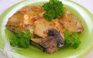 Картофель с грибами и фаршем