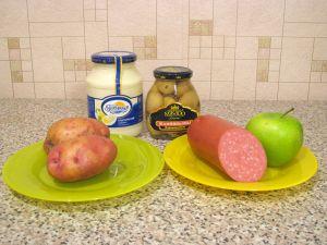 Салат с колбасой, картофелем и грибами. Ингредиенты
