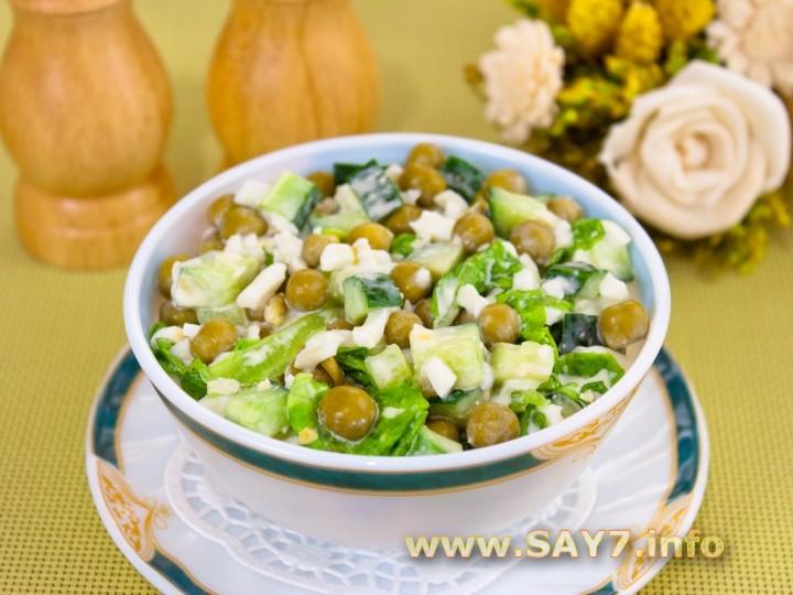 Рецепт Салат с огурцами, зеленым горошком и яйцами