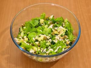 салат с горбушей огурцом яйцами зелёным горошком рецепт