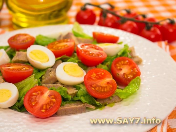 Рецепт Салат с мясом, помидорами и яйцами