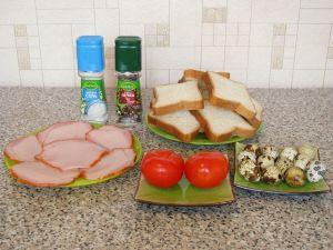 Горячие бутерброды с окороком, помидорами и яйцами. Ингредиенты