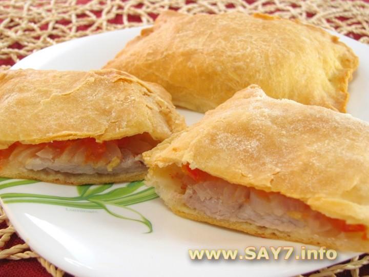 Рецепт Слоеные пирожки с мясом и помидорами