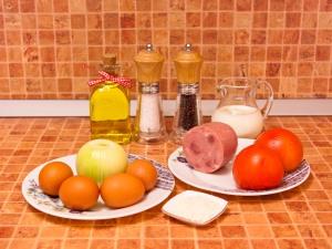 Омлет с ветчиной и помидорами. Ингредиенты