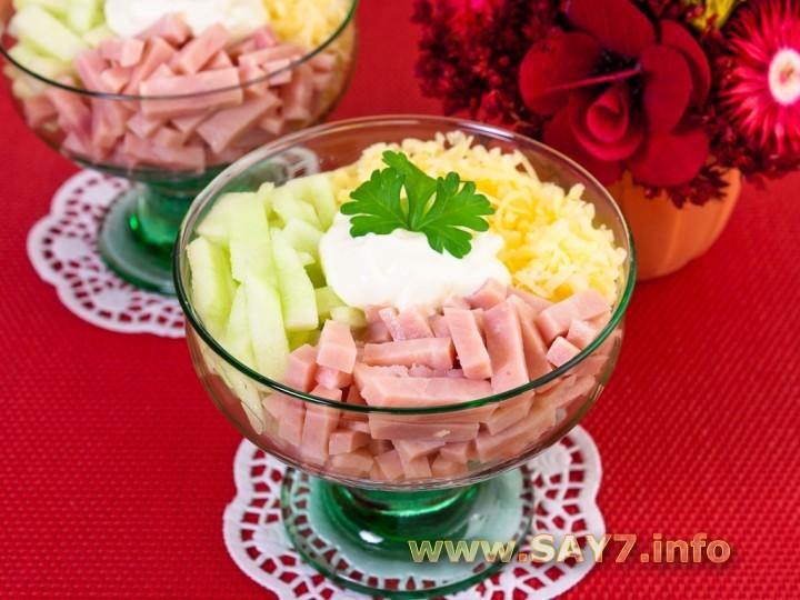 Рецепт Салат-коктейль с ветчиной, сыром и яблоком