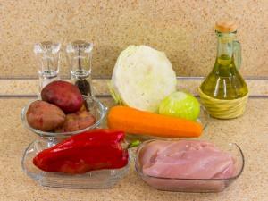 Горшочки с капустой, картофелем и куриным филе. Ингредиенты