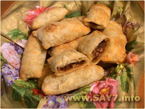 Слоеные пирожки с орехами и вареной сгущенкой