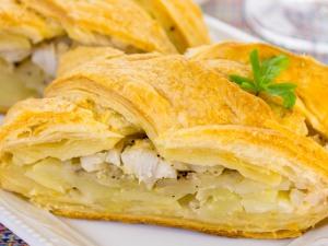 Пирог с рыбой и картошкой открытый – Пирог с рыбой и картошкой – не только на четверг! Рецепты пирогов с рыбой и картошкой: заливных, дрожжевых, слоеных