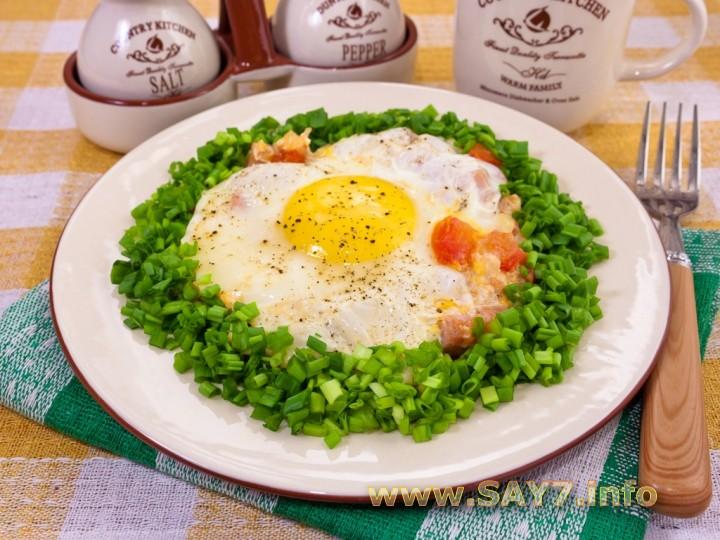 Рецепт Яичница с ветчиной и помидорами