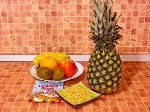 Фруктовый салат в ананасе. Ингредиенты