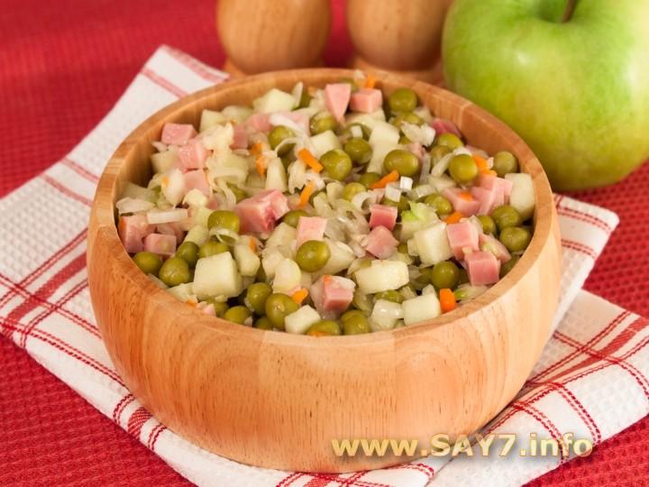 Рецепт Салат с квашеной капустой, ветчиной и яблоком