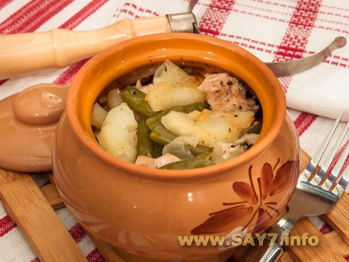 Рецепт Свинина с картофелем и стручковой фасолью, тушенные в горшочке