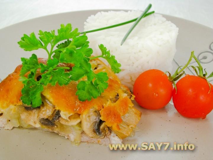 Рецепт Свинина, жаренная с луком, грибами и сыром