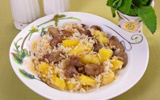 Филе индейки, жаренное с рисом и ананасами