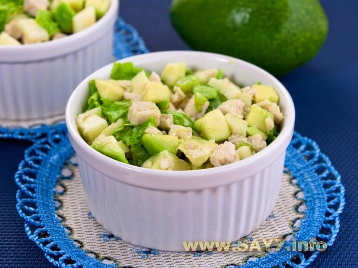 Рецепт Салат с авокадо, яблоком и куриным филе