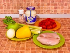 Салат из курицы с яблоком,сельдереем и болгарским перцем