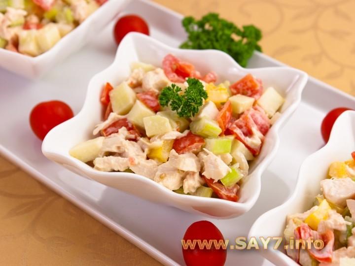 Рецепт Салат с сельдереем, яблоком и куриным филе