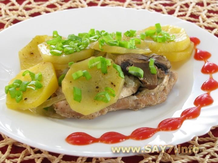 Рецепт Свинина с грибами и картофелем, запеченная в фольге