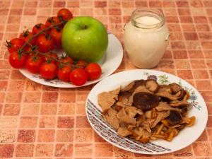 Салат с маринованными грибами и помидорами. Ингредиенты