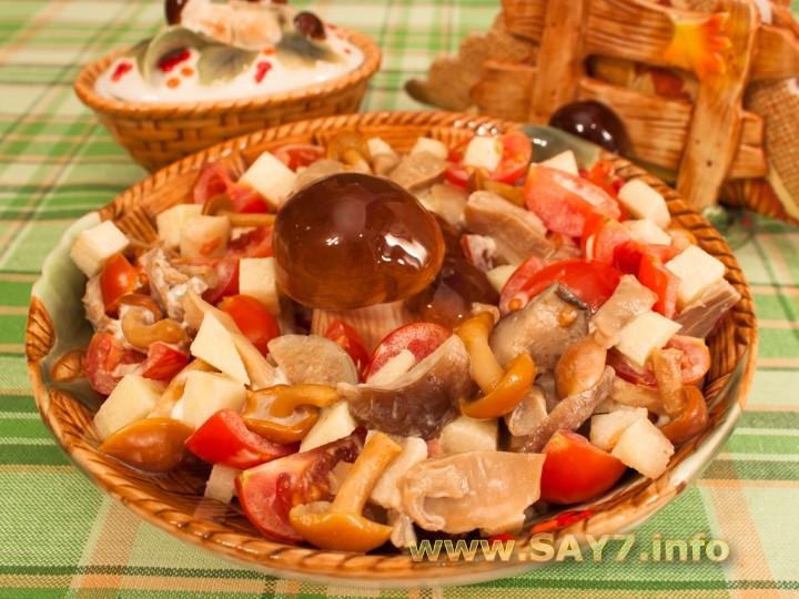 Рецепт Салат с маринованными грибами и помидорами