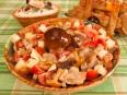 Салат с маринованными грибами и помидорами