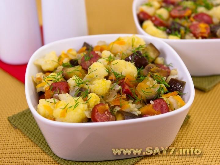 Рецепт Цветная капуста, тушенная с баклажанами и сосисками