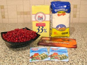 Десерт с красной смородиной и сливками. Ингредиенты