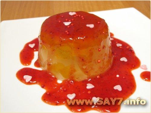 Абрикосовое желе с клубничным соусом