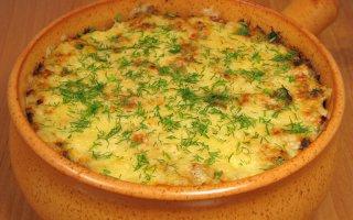 Печень с картофелем, запеченные в горшочке