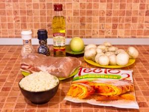 Мясо, запеченное в слоеном тесте с грибами и рисом. Ингредиенты