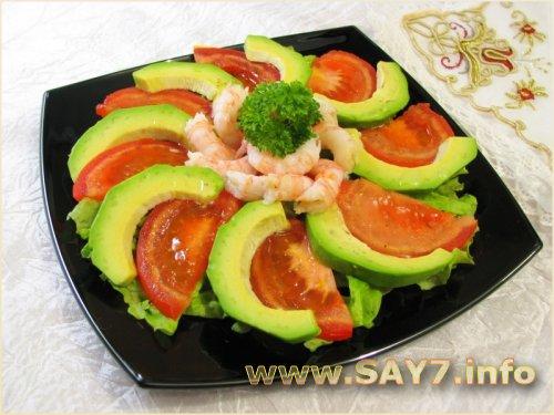 Салат с авокадо, креветками и помидорами